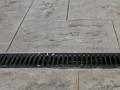 תעלת ניקוז שקועה בריצוף בטון