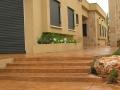 מדרגות רחבות בטון מוטבע