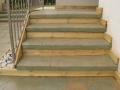 מדרגות בטון משולבות עץ