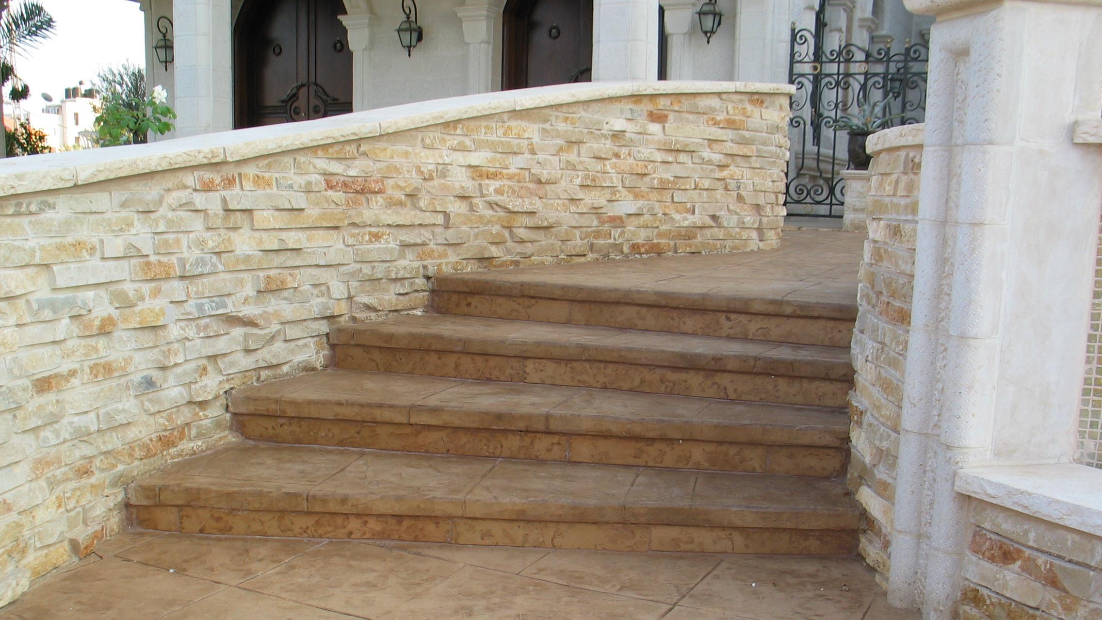 מדרגות בטון לוליניות